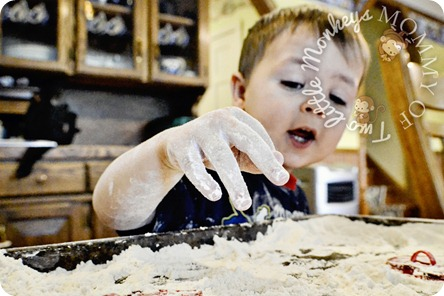 messy flour play