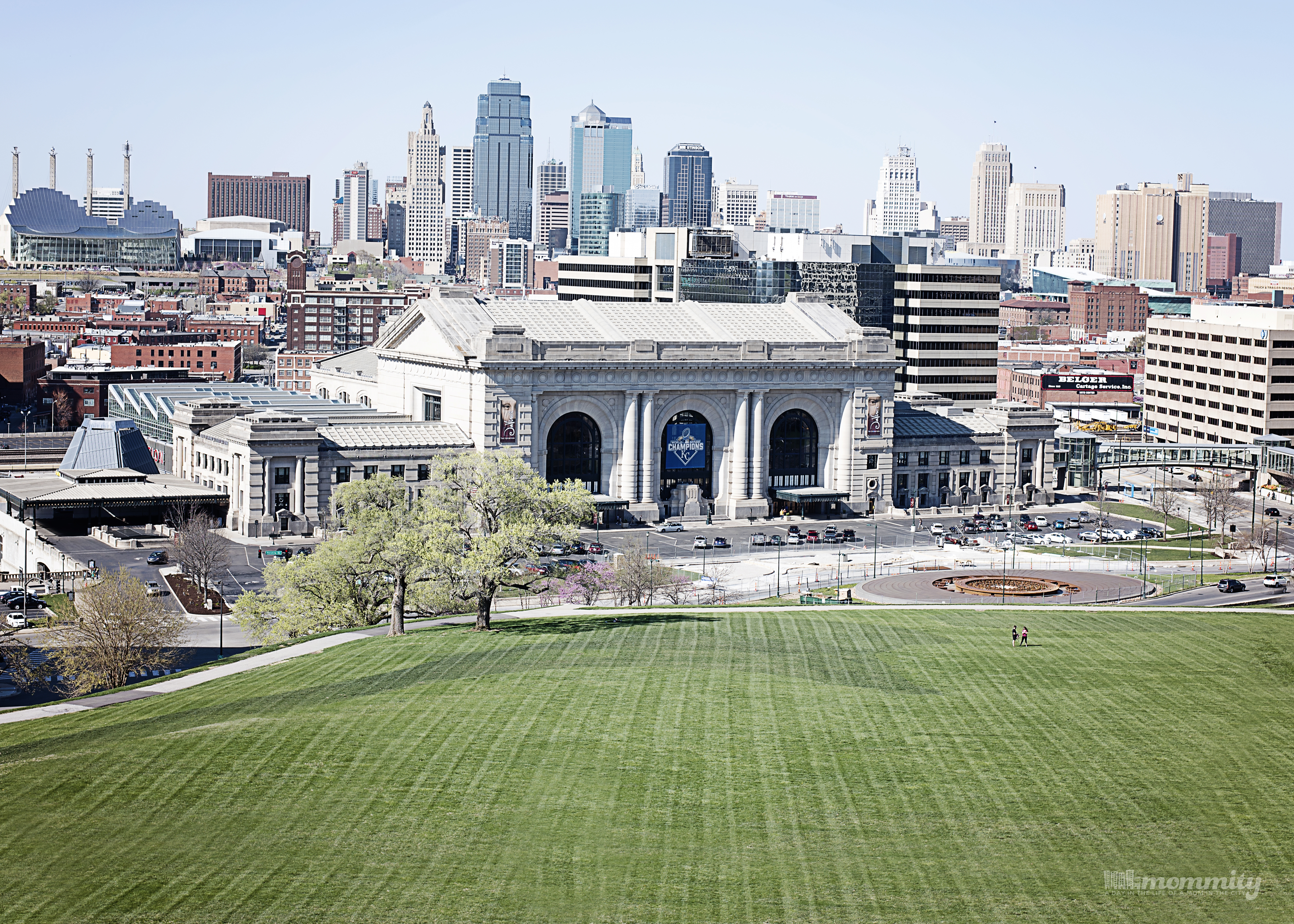 Kansas City is More than the Land of Oz and Farms! There are views, attractions and so much more to this great area. This post shows an inside peek of what we love most!