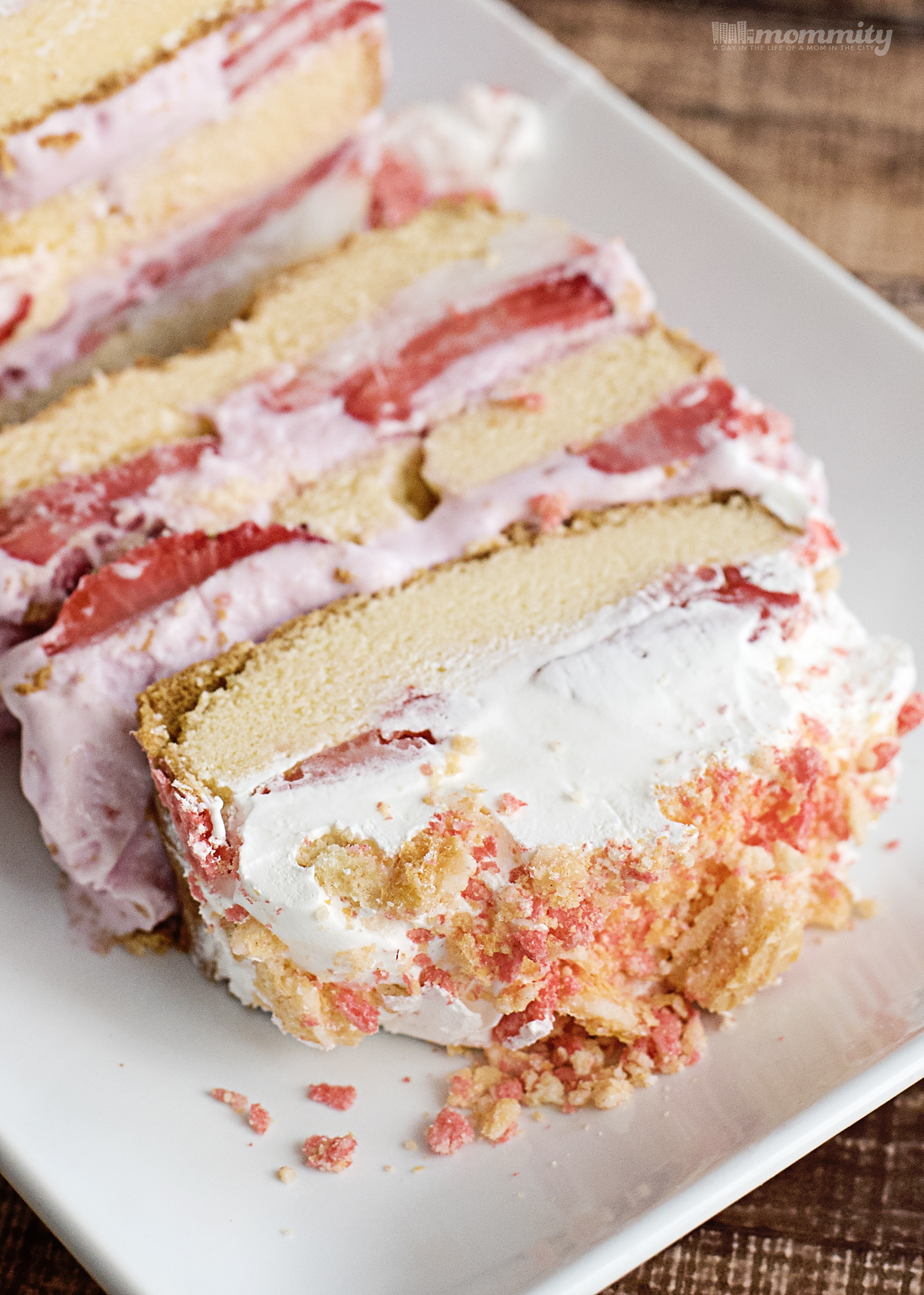 Are you looking for an easy strawberry shortcake recipe? This ice box cake recipe is family favorite!