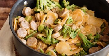 Cheesy Potatoes, Broccoli and Bratwurst Skillet Recipe