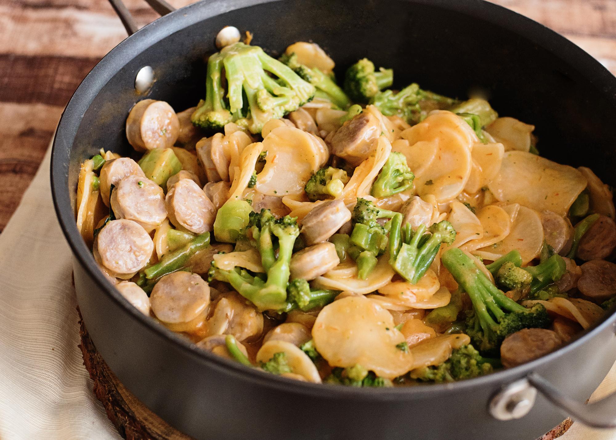 Cheesy Potatoes, Broccoli and Bratwurst Skillet Recipe